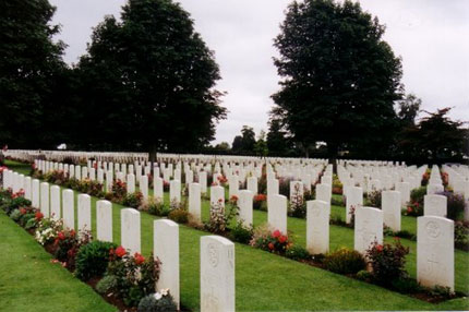 f_wwii_graves_bayeux_2.jpg